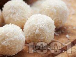 Домашни бонбони Рафаело с кокос и кондензирано мляко - снимка на рецептата